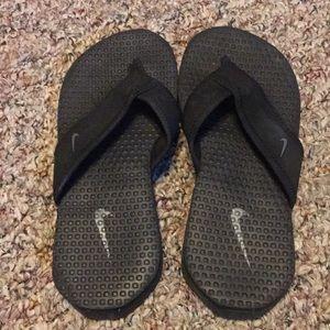 Nike Boys Black Flip Flops Size 2 Youth sandals